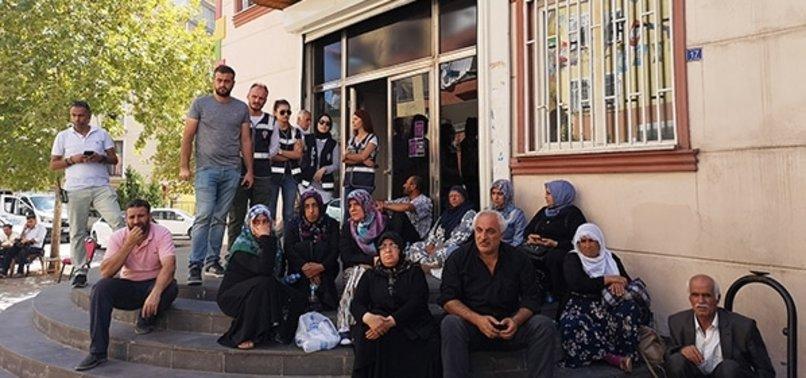 'EVLAT NÖBET'İNDEKİ AİLELER HDP'Lİ VEKİLE TEPKİ GÖSTERDİ