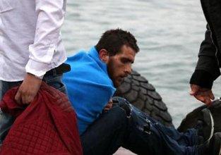 Boğulmak üzere olan Suriyeliyi tur teknesinde çalışan Suriyeli kurtardı