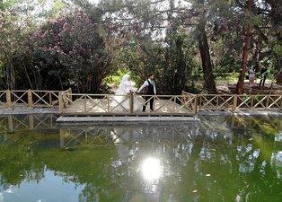 Kahramanmaraş'ta yasak kalkınca gelin-damatlar Botanik Bahçesi'ne akın etti