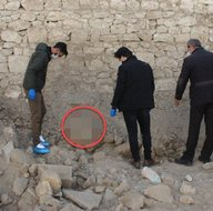 Yıkılan binanın hafriyat temizliği sırasında buldular! İşçiler hemen polise haber verdi