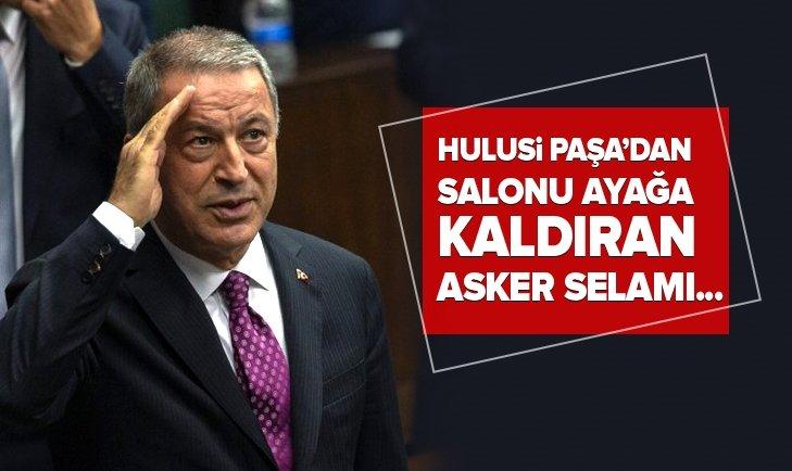 BAKAN HULUSİ AKAR'DAN SALONU AYAĞA KALDIRAN ASKER SELAMI