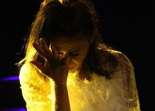 Yıldız Tilbe sahnede fenalaştı