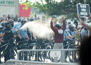ABD'de isyan büyüyor! Polisten yine orantısız müdahale