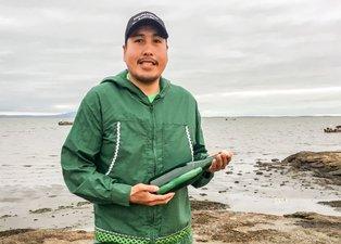 Odun toplamak için gittiği sahilde 50 yıllık mesajı buldu