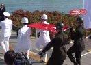 Atatürk'ü temsil eden Türk bayrağı karaya çıkartıldı | Video