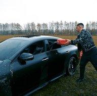 Sürekli arızalandığı için milyonluk Mercedes'i benzin döküp yaktı