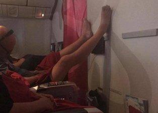 Uçakta kan donduran iğrenç olay! Onları görenler şoke oldu