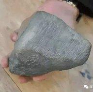 Yolda yürürken bulduğu taş sayesinde servete kondu!