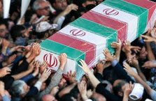 İran'da polis cenazesinde Türkçe 'Şehitler ölmez vatan bölünmez' sloganı