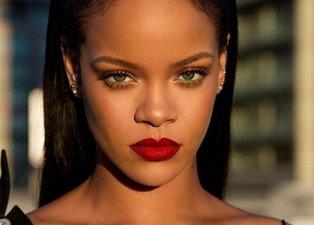 Rihanna çıkardığı 'Fenty Beauty' markasıyla satış rekorları kırdı
