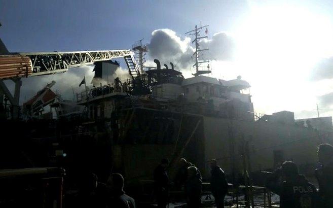 İstanbul Tuzla'da tersanede korku dolu anlar! Gemide yangın çıktı | Video