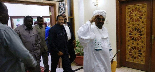 SUDAN'A 28 YIL SONRA İLK BAŞBAKAN