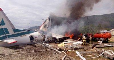 Rusya'da acil iniş yapan yolcu uçağı pistten çıktı