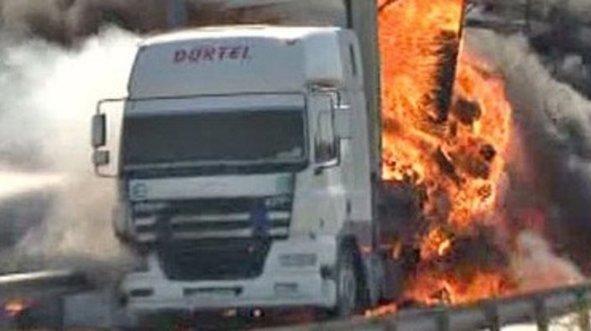 TEM'de TIR yangını! Trafik yoğunluğu oluştu