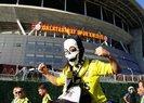 Fenerbahçeli taraftarlar Galatasaray stadyumuna geldi |Video