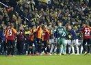 Fenerbahçe - Galatasaray derbisinde kırmızı kartlar havada uçuştu