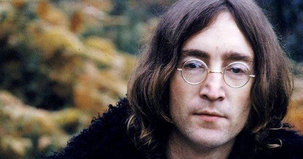 John Lennon'un gözlüğü 970 bin TL'ye satıldı