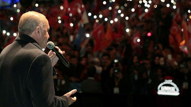 Başkan Erdoğan şarkı söyledi