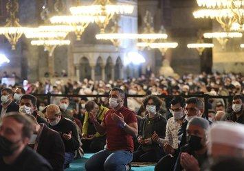 Vatandaşlar cuma için Ayasofya Camii'ne akın etti