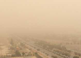 Güneydoğu Anadolu'da toz bulutu nedeniyle göz gözü görmüyor