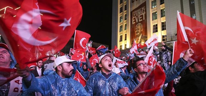 AK PARTİ'DE 'EVET ZAFERİ' COŞKUSU