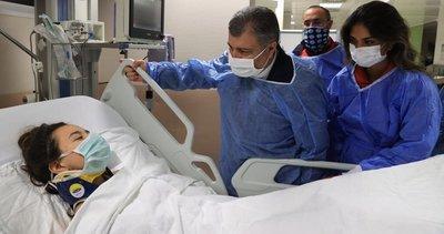 Sağlık Bakanı Fahrettin Koca İzmir depreminde enkazdan kurtarılan İnci'yi ziyaret etti