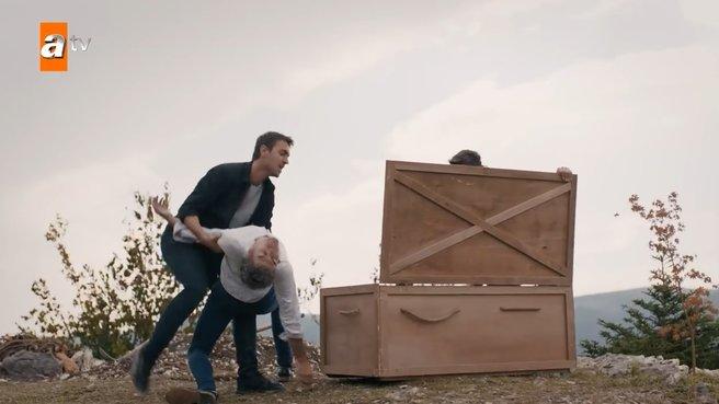 Diri diri toprağa gömdü!
