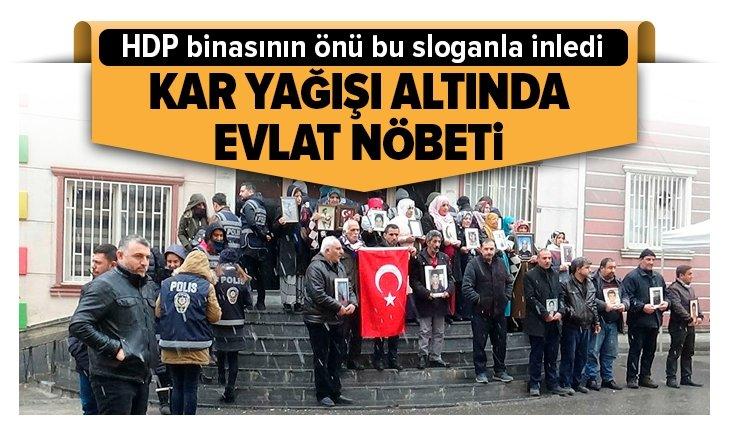 DİYARBAKIR ANNELERİ HDP BİNASINI İNLETTİ: KAHROLSUN PKK